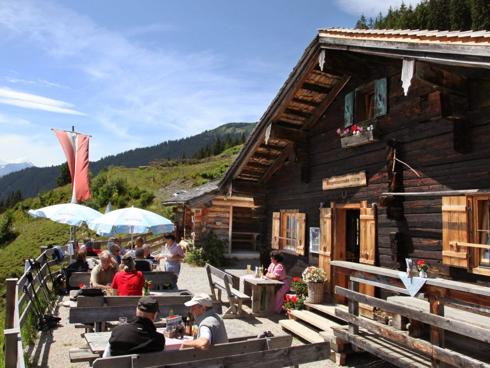 Die urige Hütte mit herrlicher Aussicht ist bestimmt ein Ausflug wert!