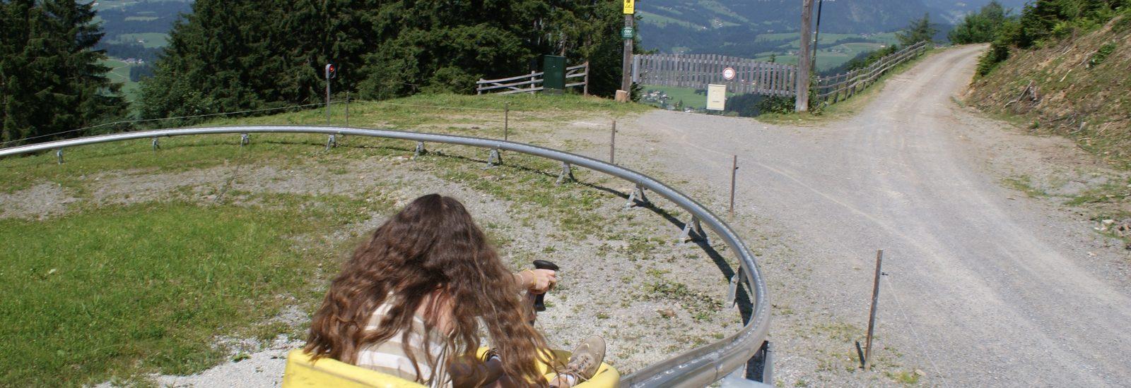 Bergab mit der Sommerrodelbahn