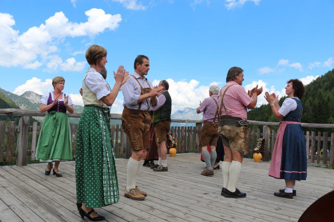Volkstanzen auf der Tennengauer KäseAlm in St. Martin am Tennengebirge