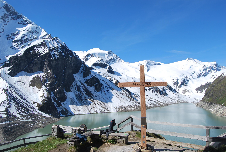 Ausblick mit Gipfelkreuz