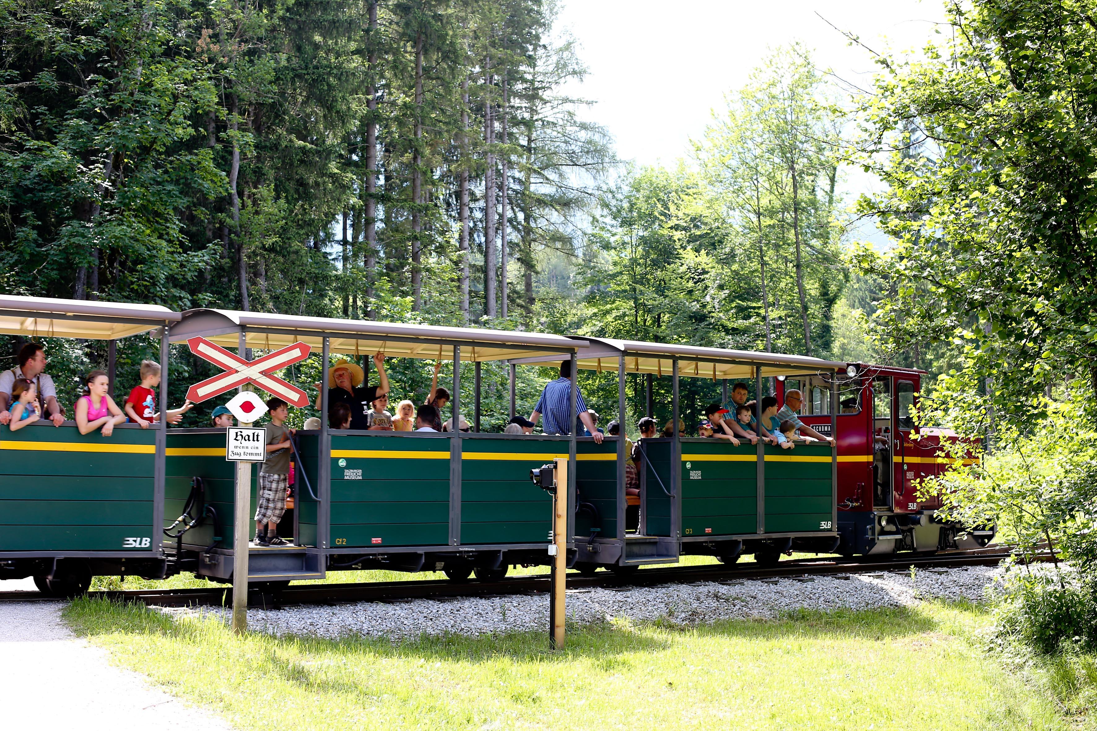 Zug durchs Freilichtmuseum