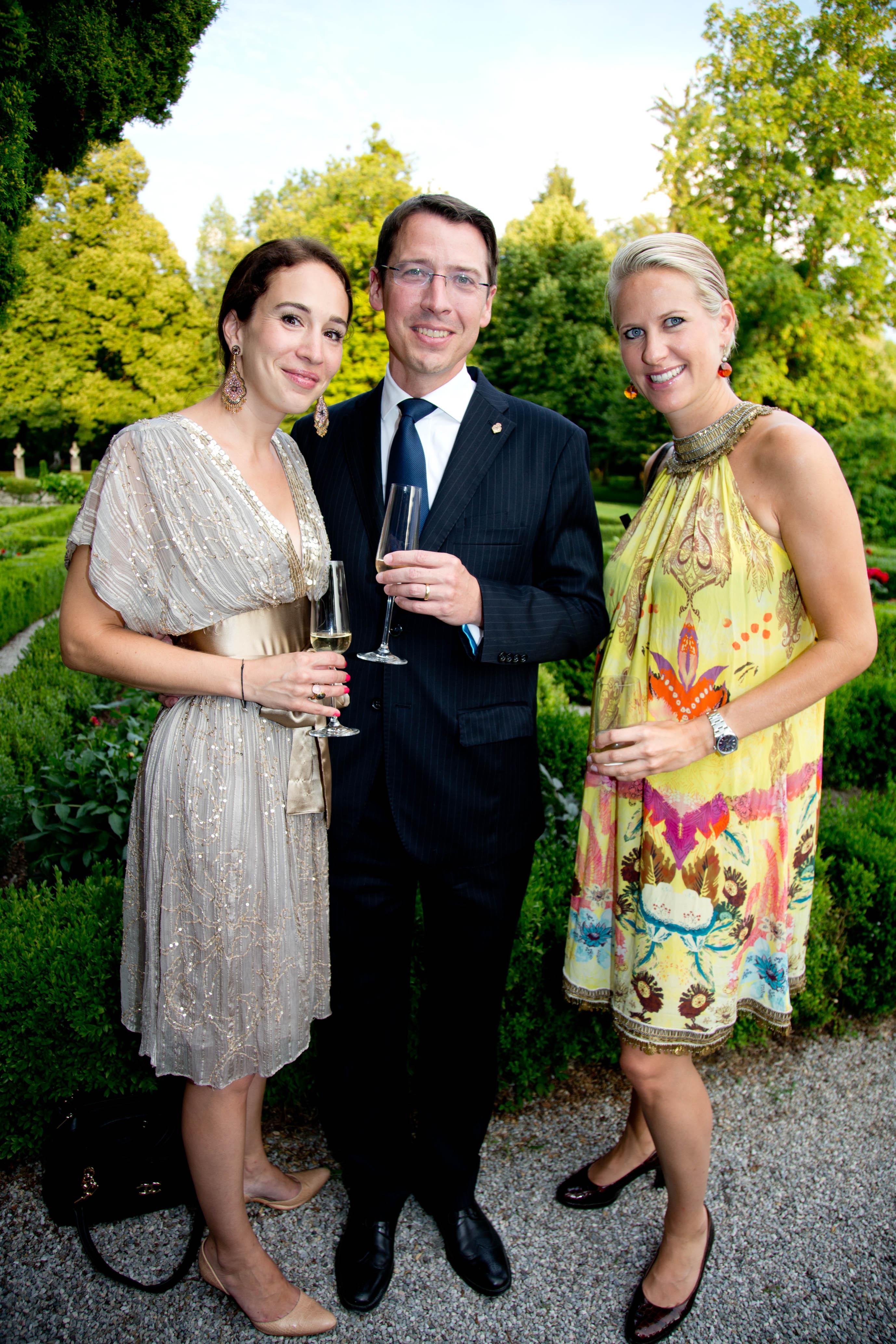 Goldener Hirsch GF Wolfgang Putz mit Gattin und Kathi Schneider, Manufaktur Habsburg