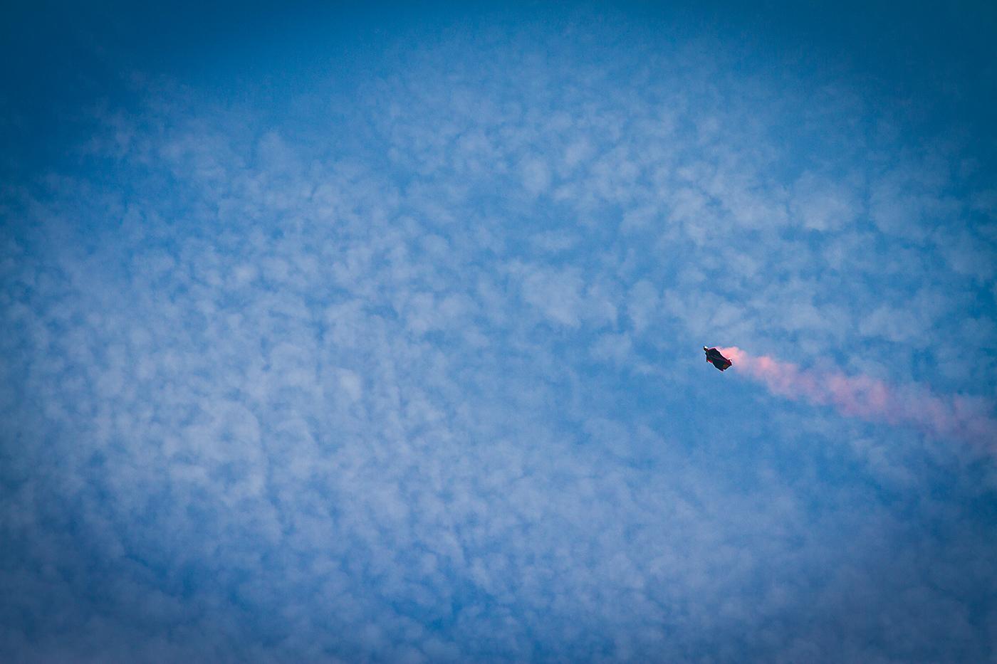 Wingsuit Pilot knapp überm Mozartplatz
