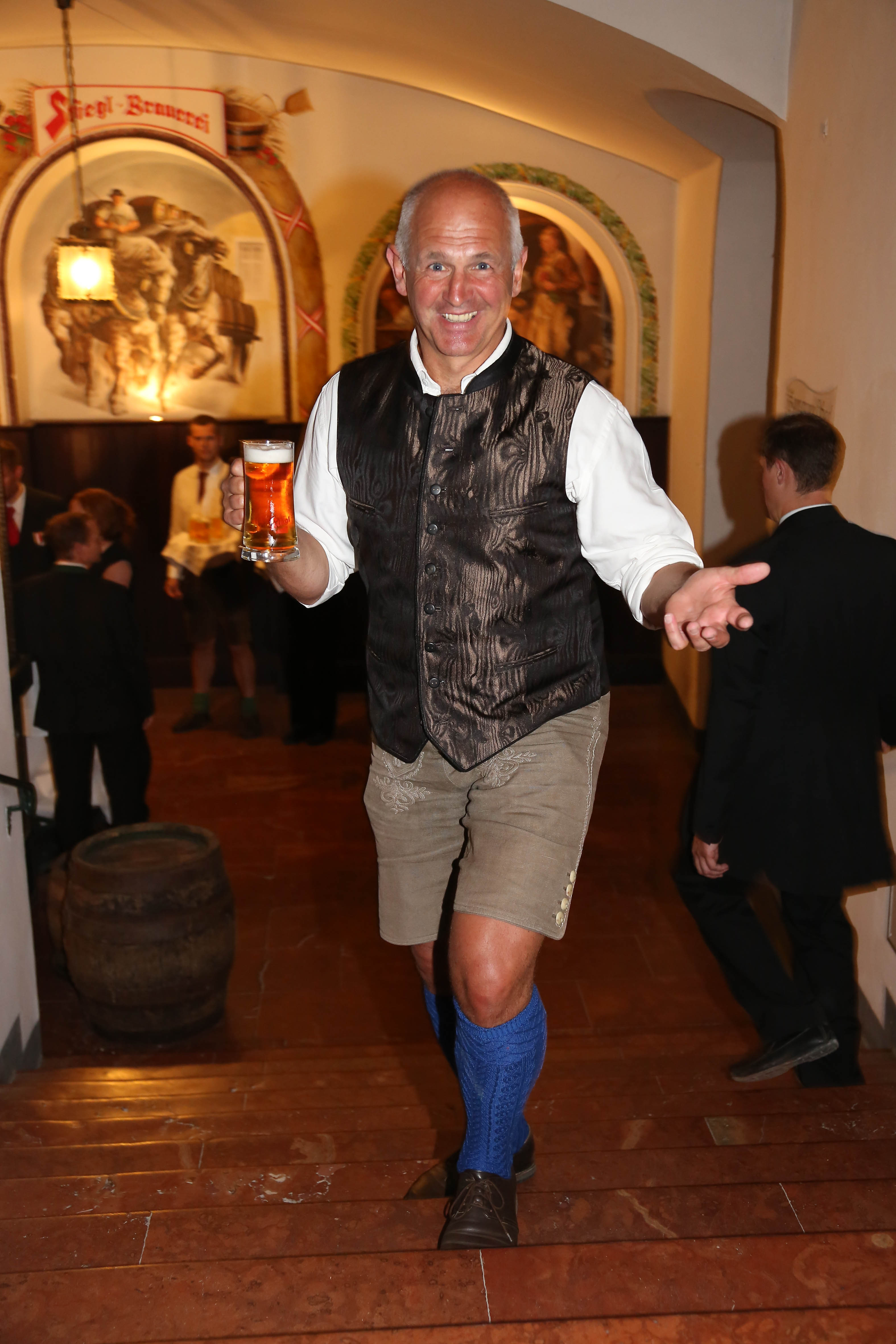 Schuldknecht Fritz Egger traditionell in Tracht