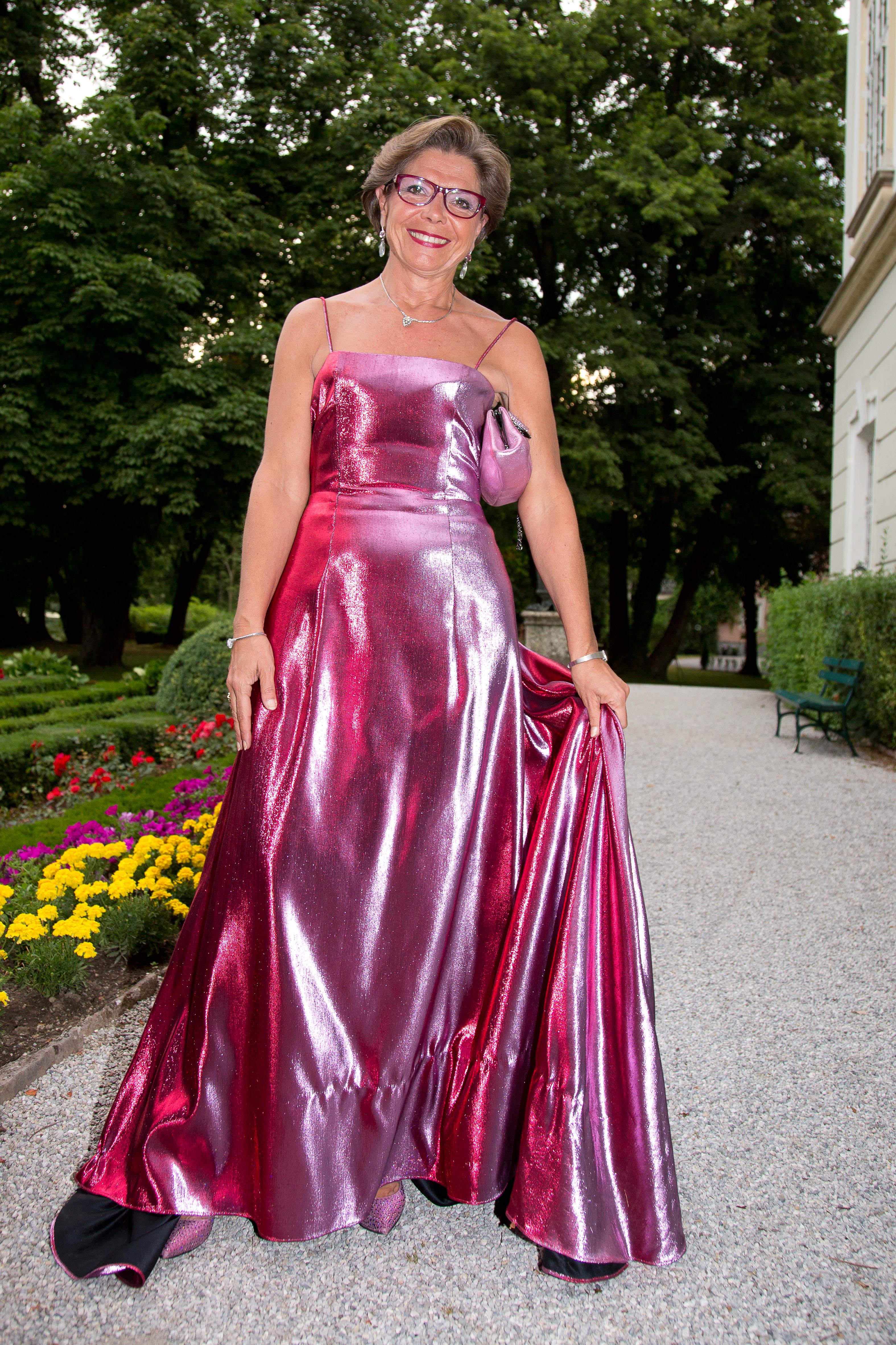 Regina Ovesny in metallic