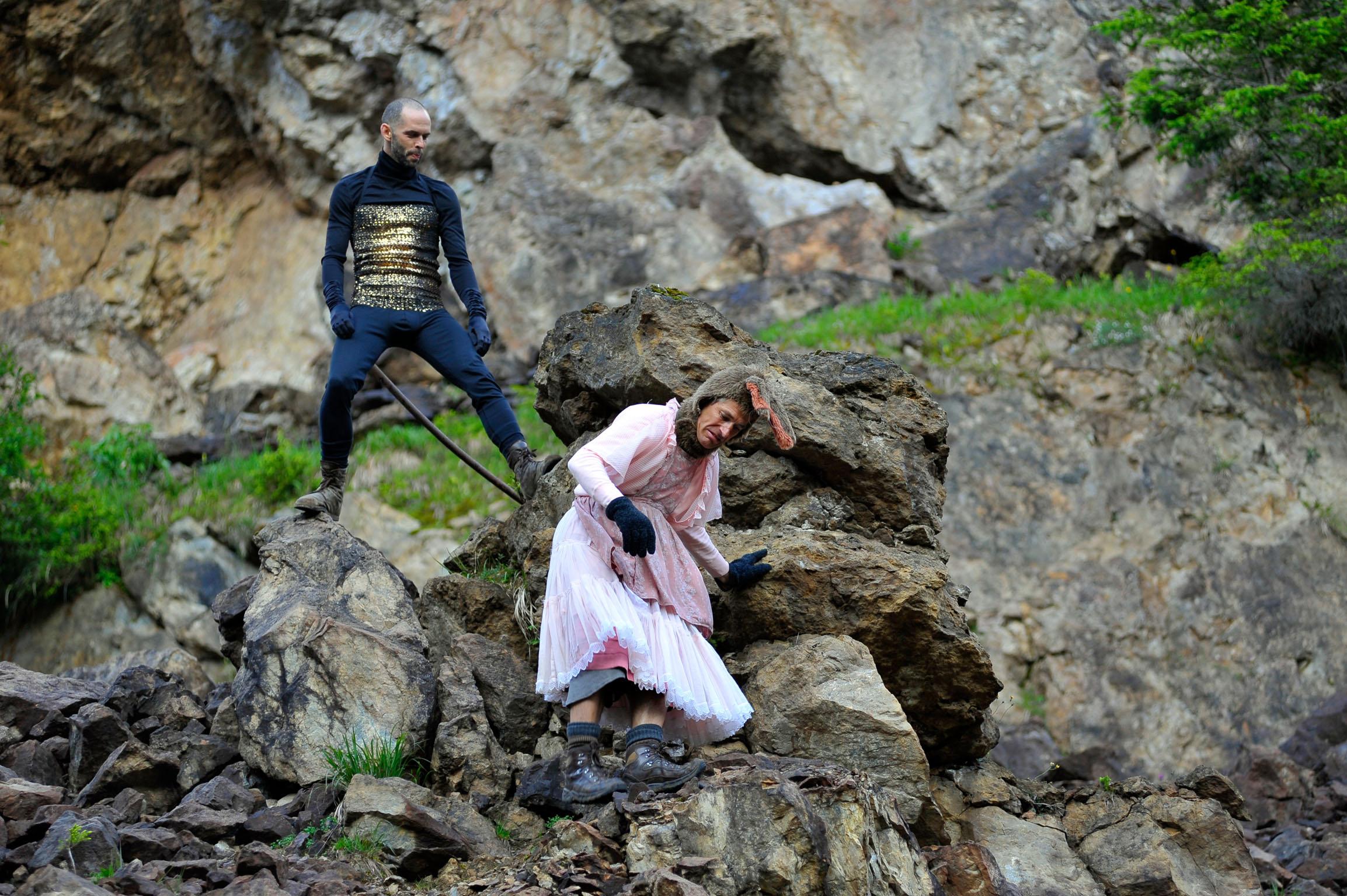 Die Eumeniden stellen Natur und Zivilisation im stillgelegten Magnesit-Bergwerk einander gegenüber. c ortszeit