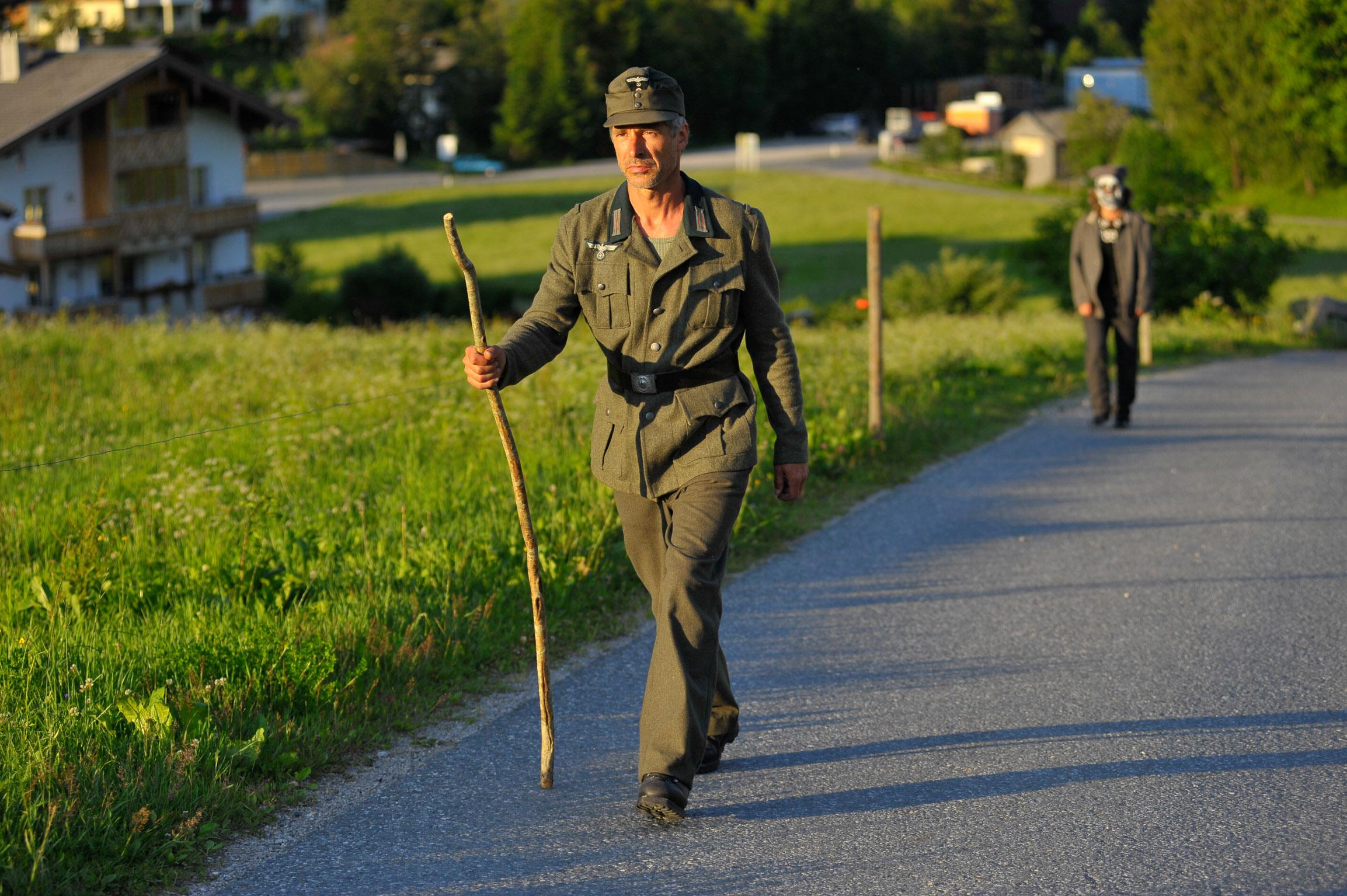 Im Dorf erzählt die Geschichte dreier französischer Kriegsgefangener in Leogang. c ortszeit