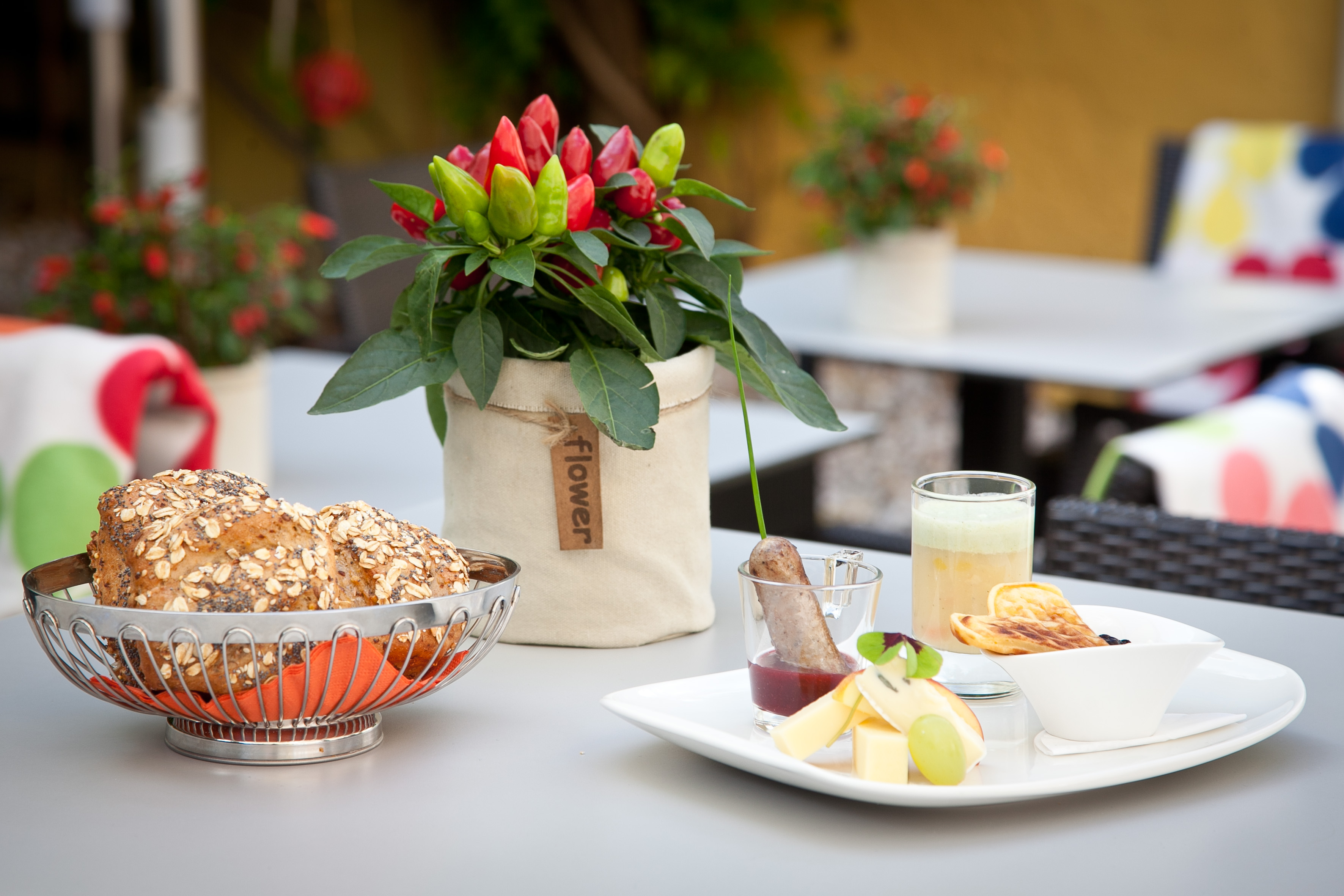 Männerfrühstück:  Kartofelsuppe, Rehbratwürstl, Käse und süße Waffel