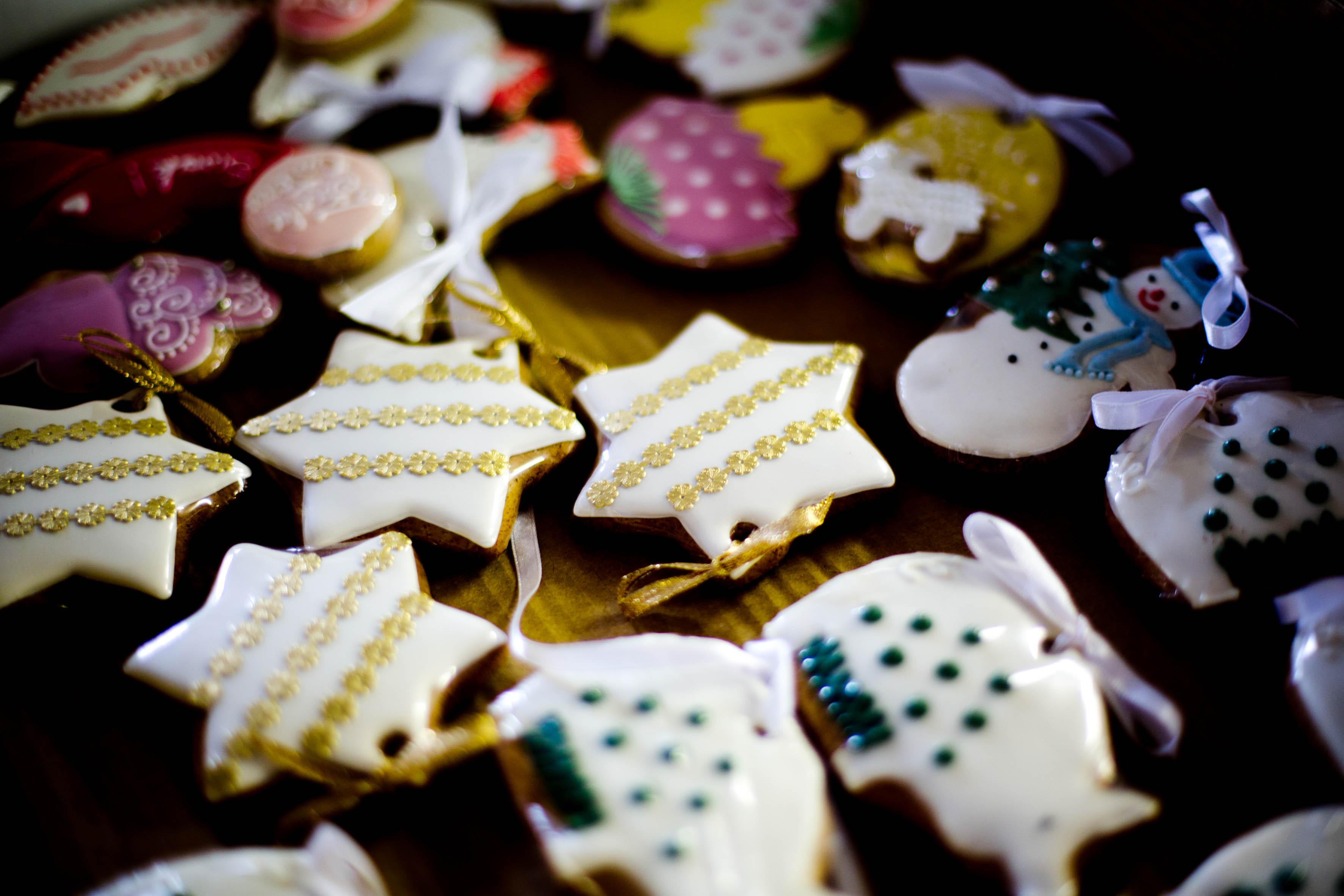 Handdekorierte Lebkuchen für Weihnachten