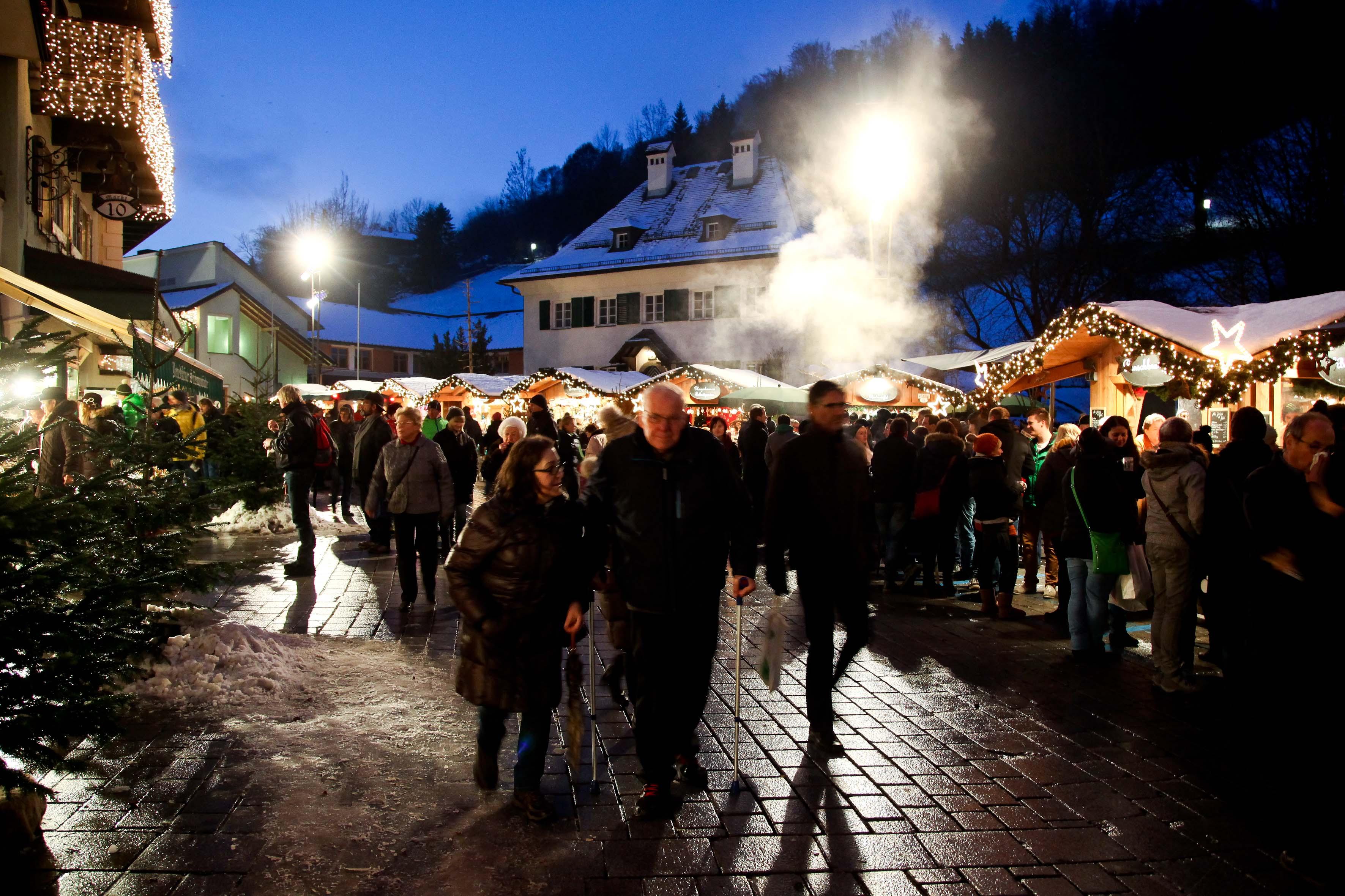 Zustrom zum Weihnachtsmarkt