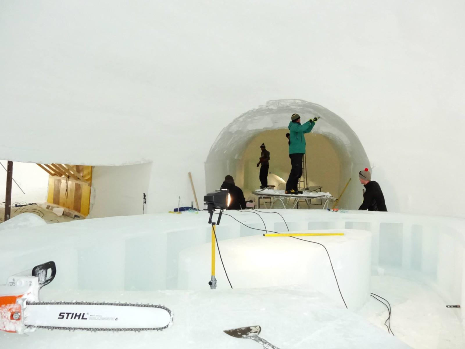 Die Eisbar und die Tunnelgänge entstehen.