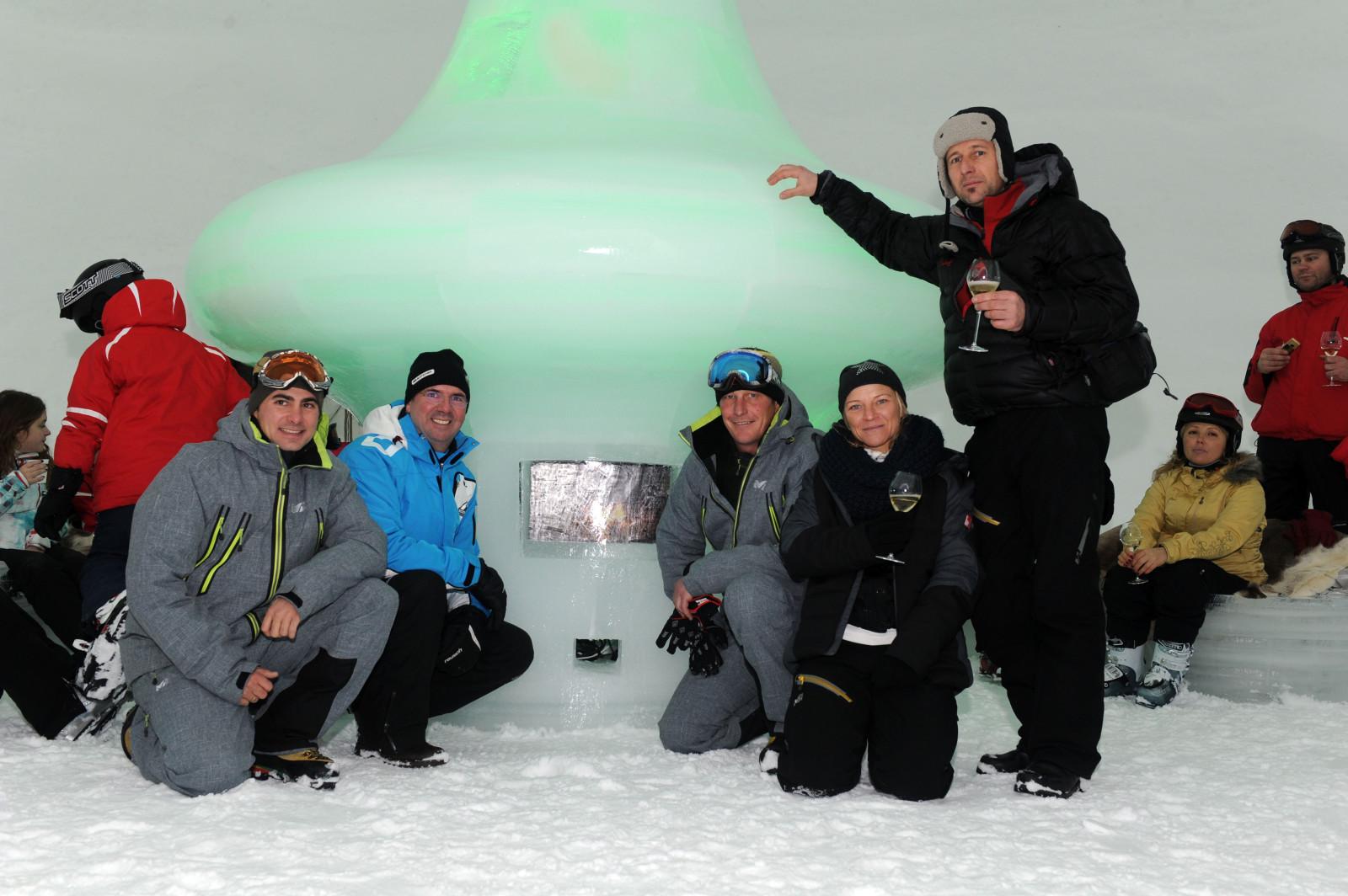 Die Macher des Ice Camps: v.l Chris Geissler, Dir. Norbert Karlsböck, Andy Tremschnig, Anna Kramm und Eiskünstler Max Seibald.