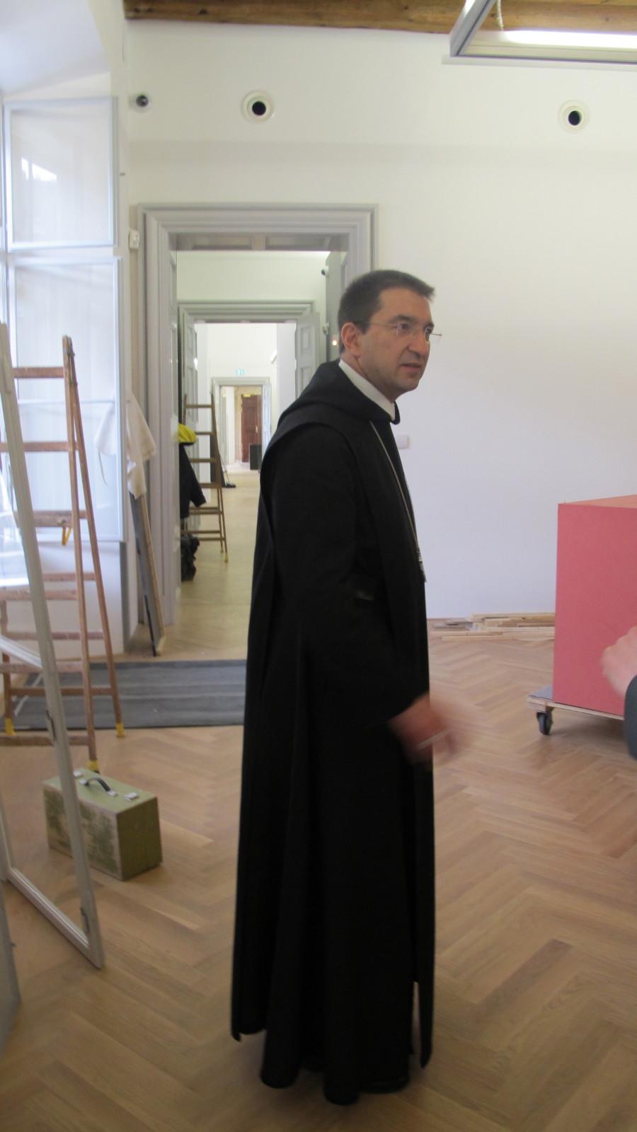 Noch ist viel zu tun bis zur Eröffnung des DomQuartiers - auch für Erzabt Korbinian.