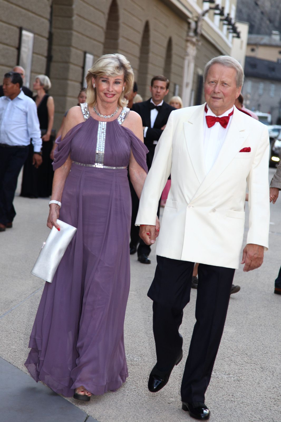 Claudia Hübner und Wolfgang Porsche im Festspielbezirk