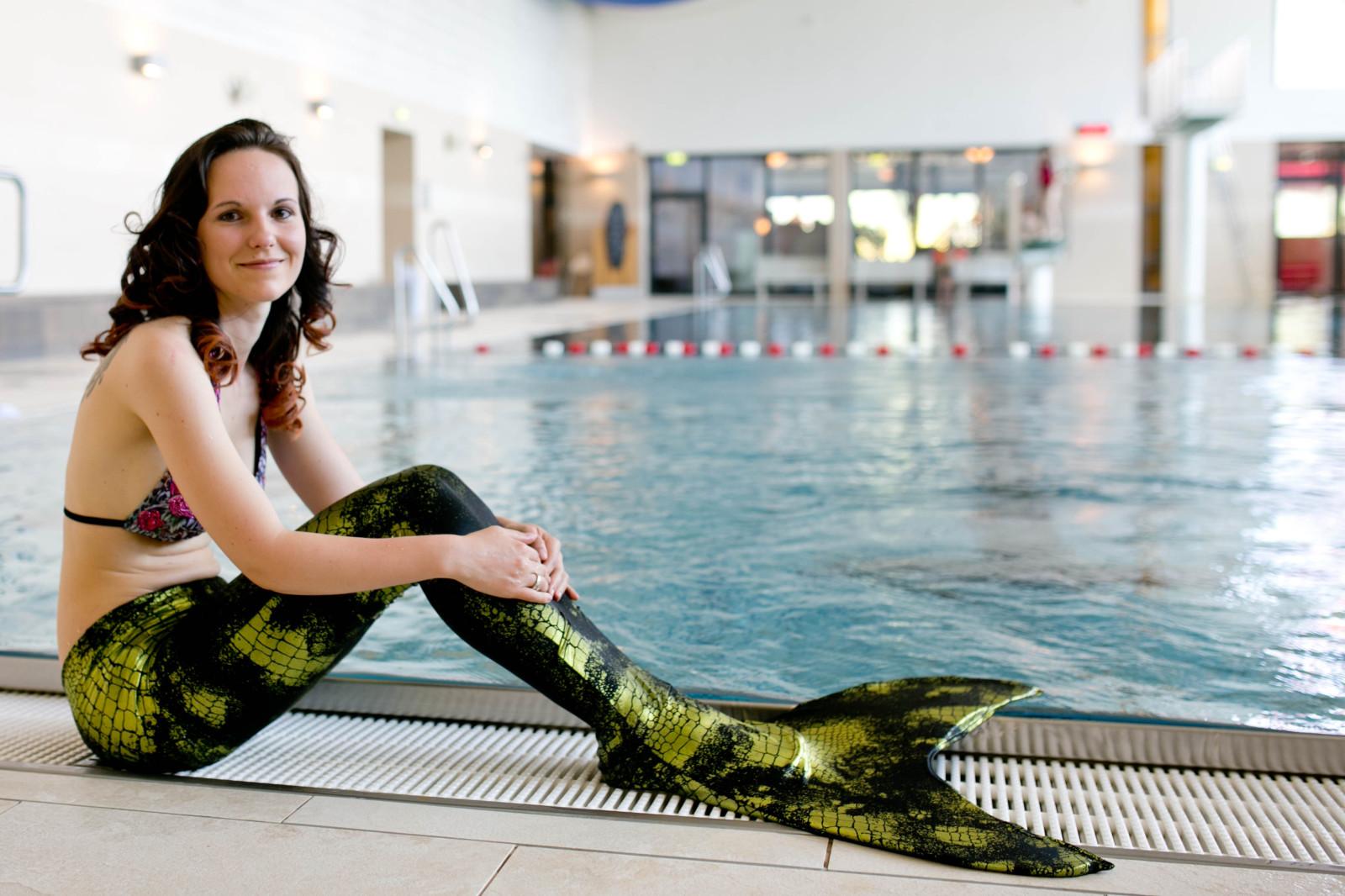 Hautenge Schwimmnixensuits