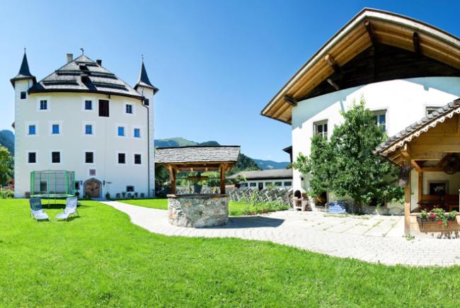 Das historische Schloss Saalhof in Maishofen c Saalhof