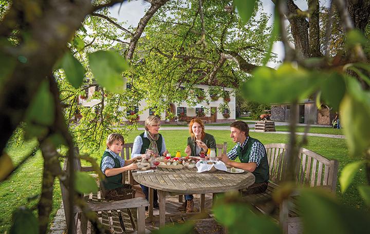 Preisgekrönte Schafmilch-Spezialitäten produziert Familie Eisl auf ihrem Bauernhof am Wolfgangsee