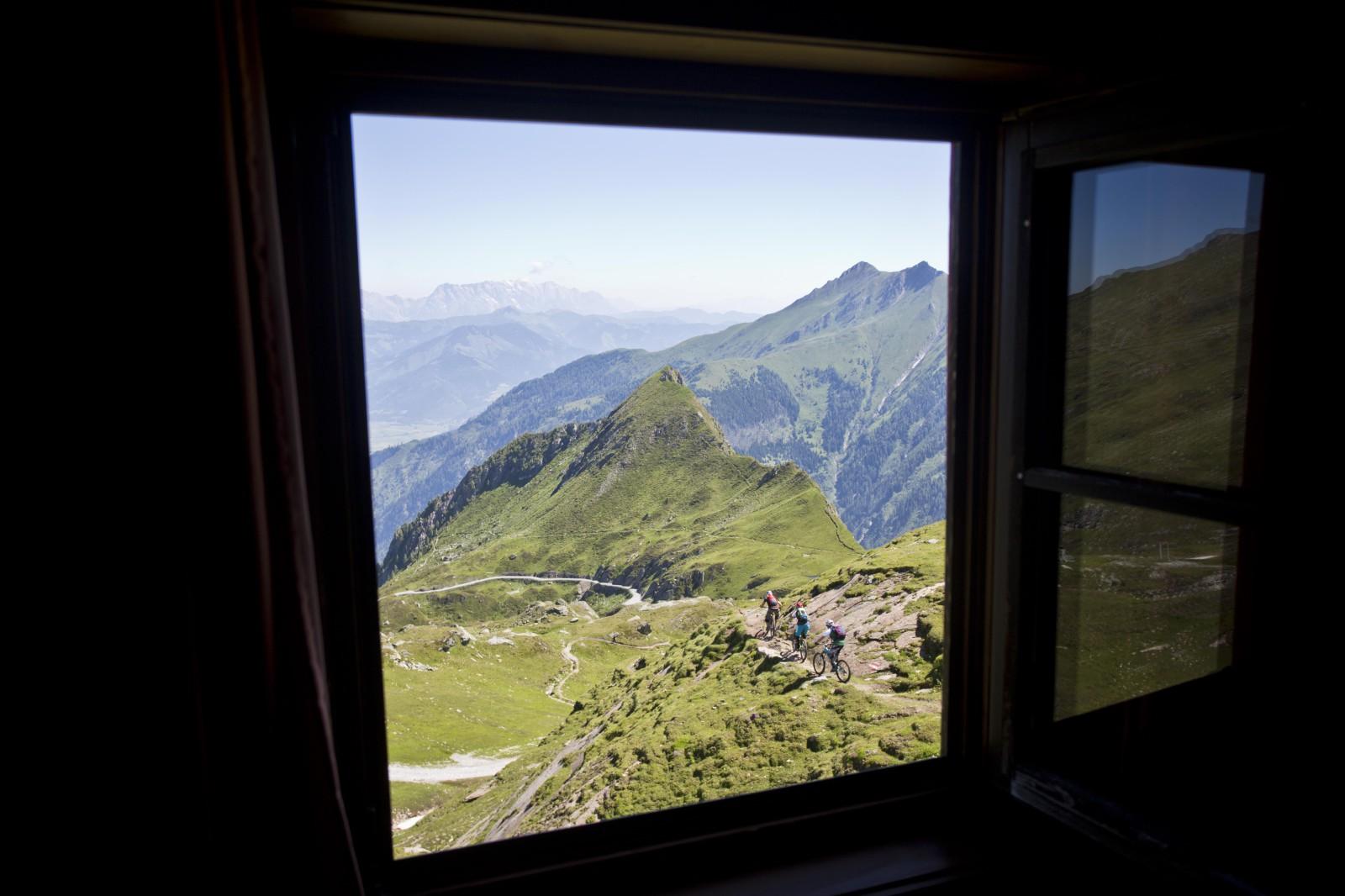 Zimmer mit Aussicht. Nicht nur von der Krefelder Hütte hat man einen unglaublichen Ausblick auf die umliegenden Berge.