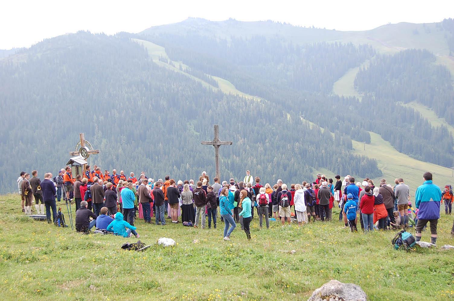 Bei der Bergmesse im Sommer 2014 wurde das Gipfelkreuz geweiht.