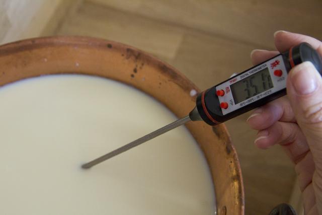 Die Milch muss auf 40°C erhitzt werden.