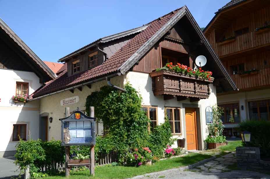 Liebevoll geschmücktes Haus