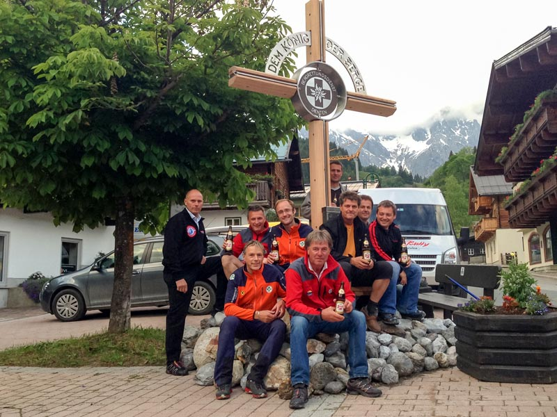 Ein Jahr lang stand das Gipfelkreuz in Ortsmitte von Dienten.
