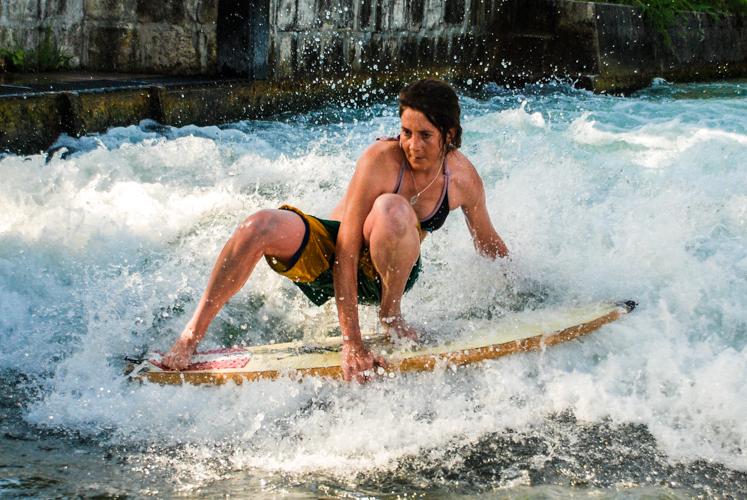 Kathl Gappmayr ist Teamrider und zweifache Europmeisterin auf der Riverwelle.