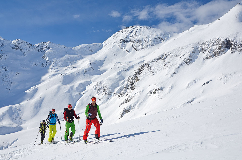 Auf Skitour im SalzburgerLand: Mit einem Bergprofi sind Naturgenuss und Sicherheit im Gelände gewährleistet.