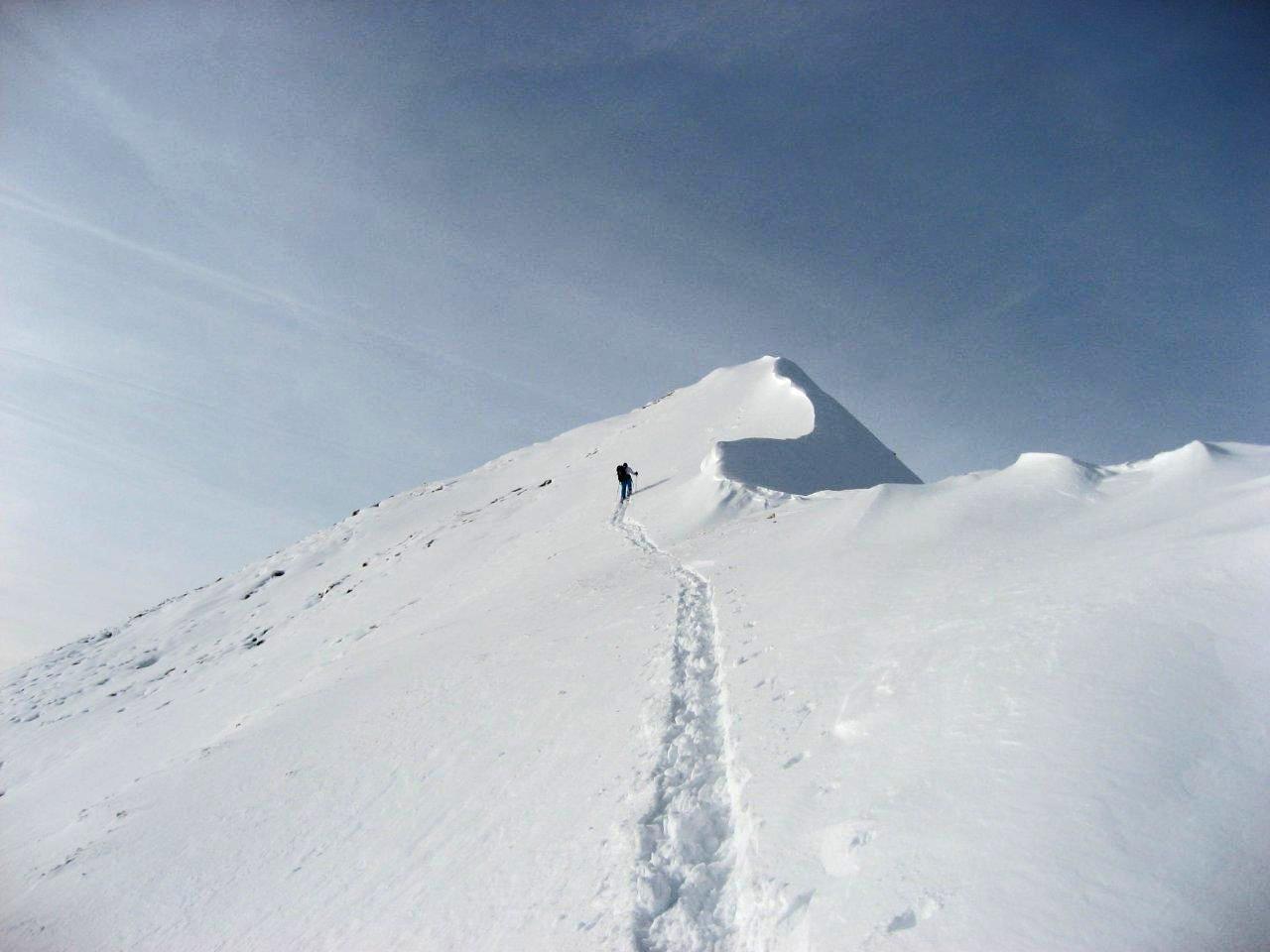 Der Berg wird im gleichen Stil, wie mit Skitourenskier bestiegen.