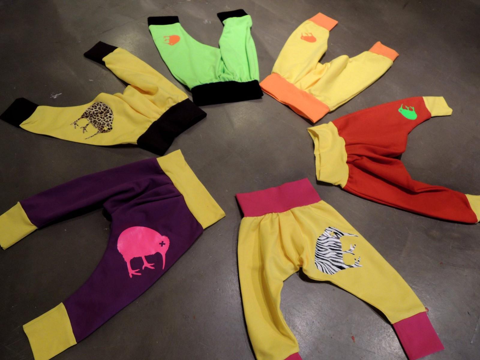 Hosen für coole Kids mit dem Original-Birdbox-Kiwi.