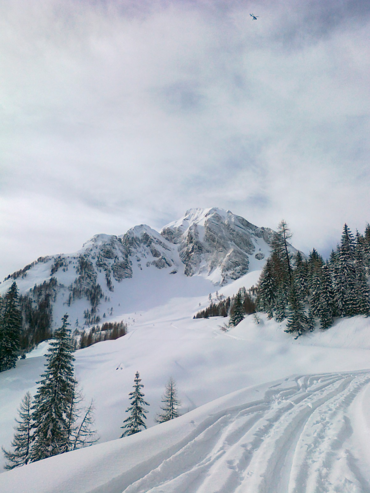 Märchenhafte Winterlandschaft von beiden Seiten