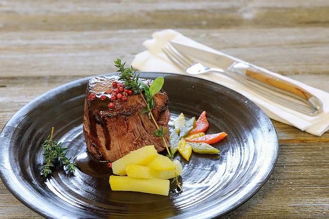 Fleisch vom Pinzgauer Rind von der eigenen Weide.