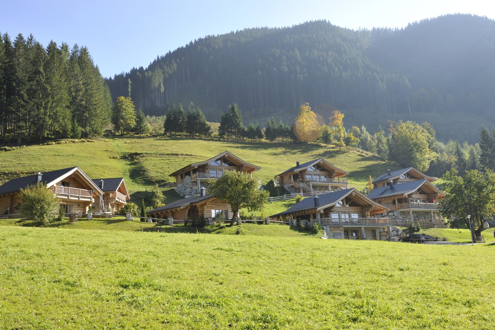 Ein kanadisches Dorf mitten in den Salzburger Alpen ©WoodRidge Chalets/ GüŸnter Standl