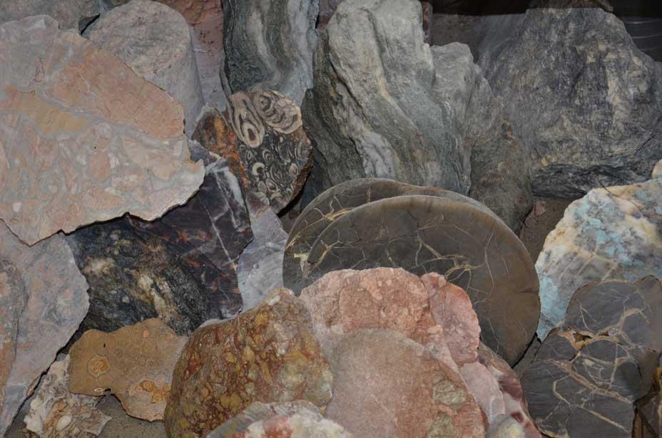 Auseinander geschnittene Steine