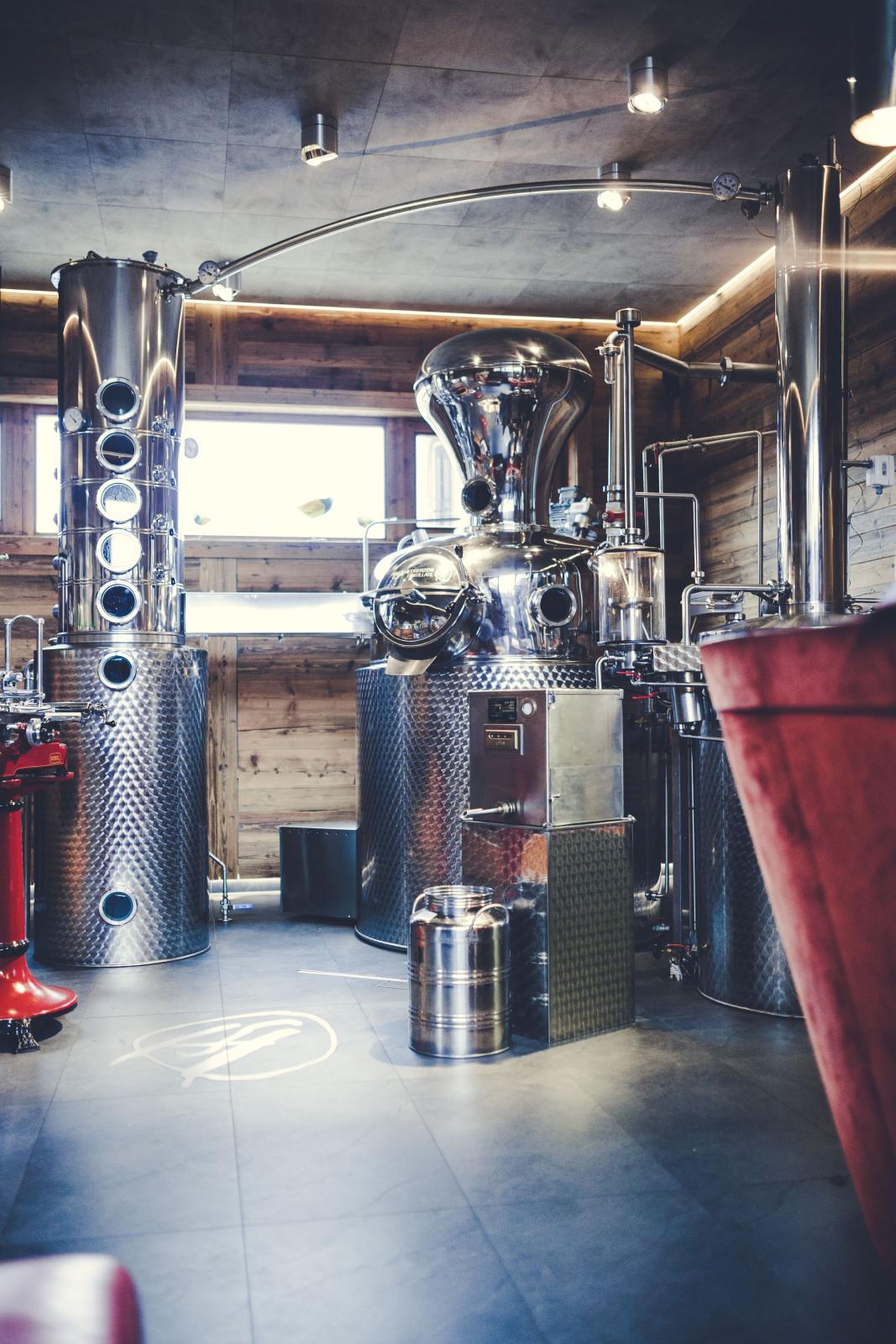 Modernste Technik, traditionelles Wissen und ein Gespür für das Handwerk und die Natur sind das Erfolgsrezept in der Destillerie Herzog ©Destillerie Herzog