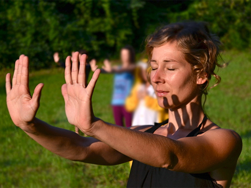 Yoga mit Dr. Karoline Zenz