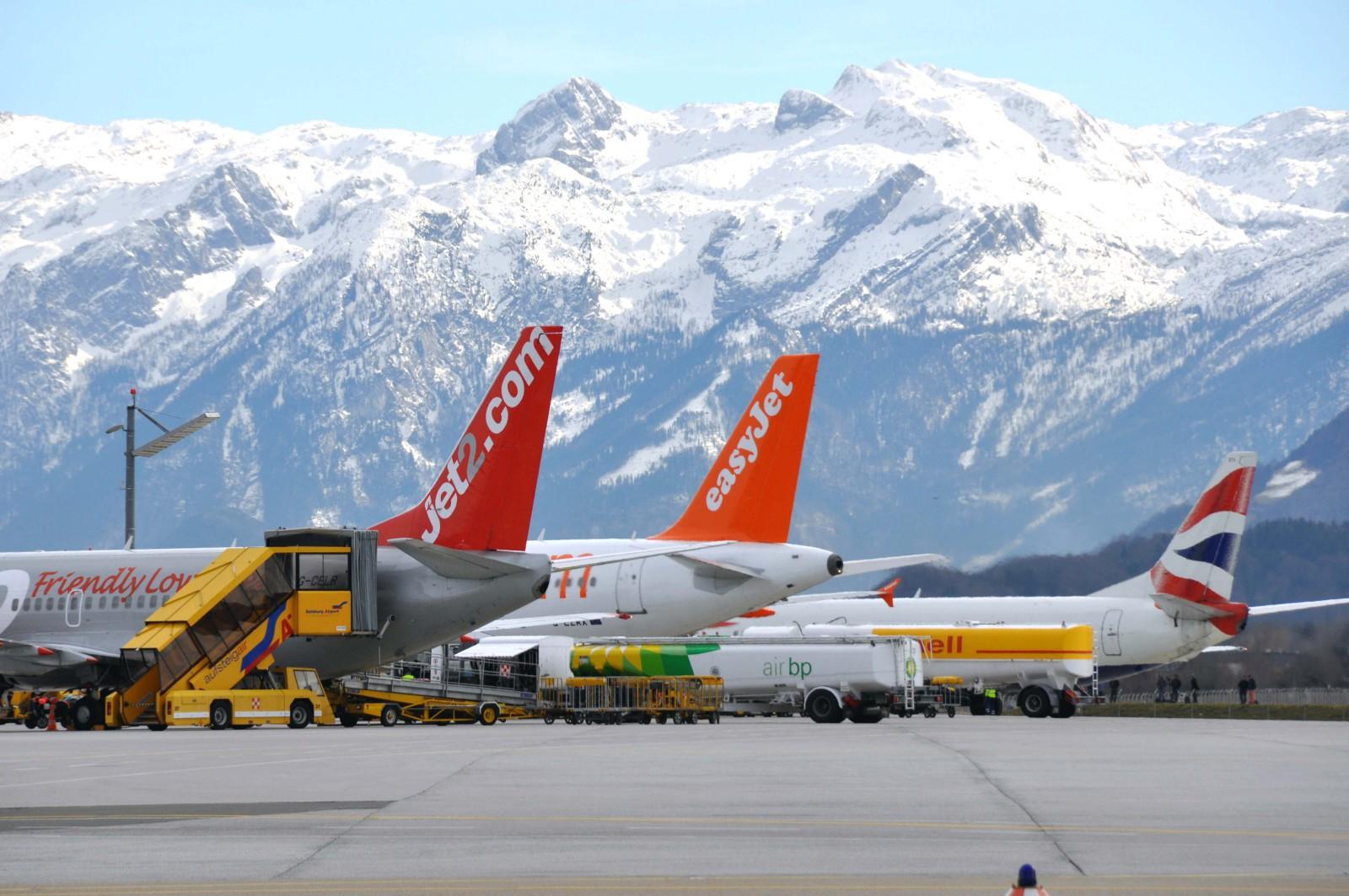 Im Winter bringen viele Airlines Ski-Touristen nach Salzburg