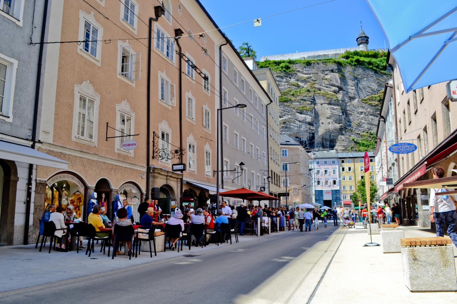 Griesgasseneröffnung, Flaniermeile, Altstadt, Salzburg,  (c) wildbild