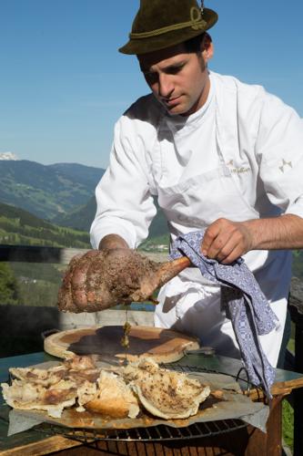 Robert Mair kocht mit Wildbret aus seiner eigenen Jagd.