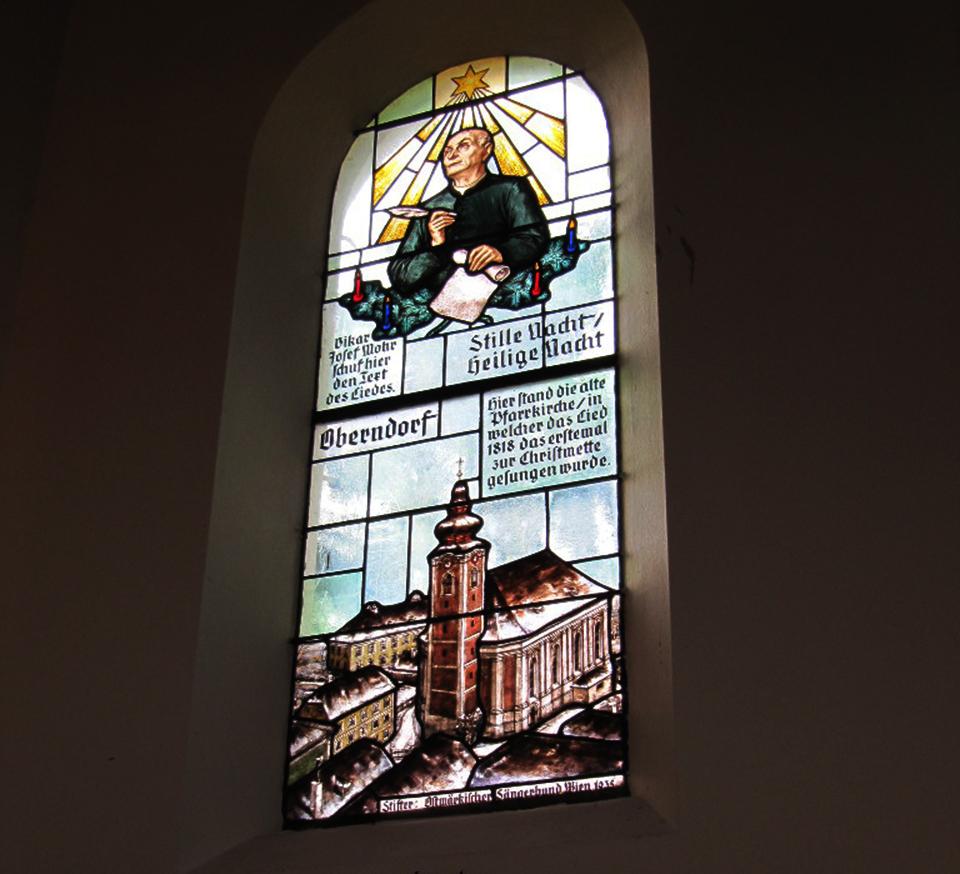 Die Fenster zeigen die beiden Schöpfer, hier Franz Xaver Gruber.