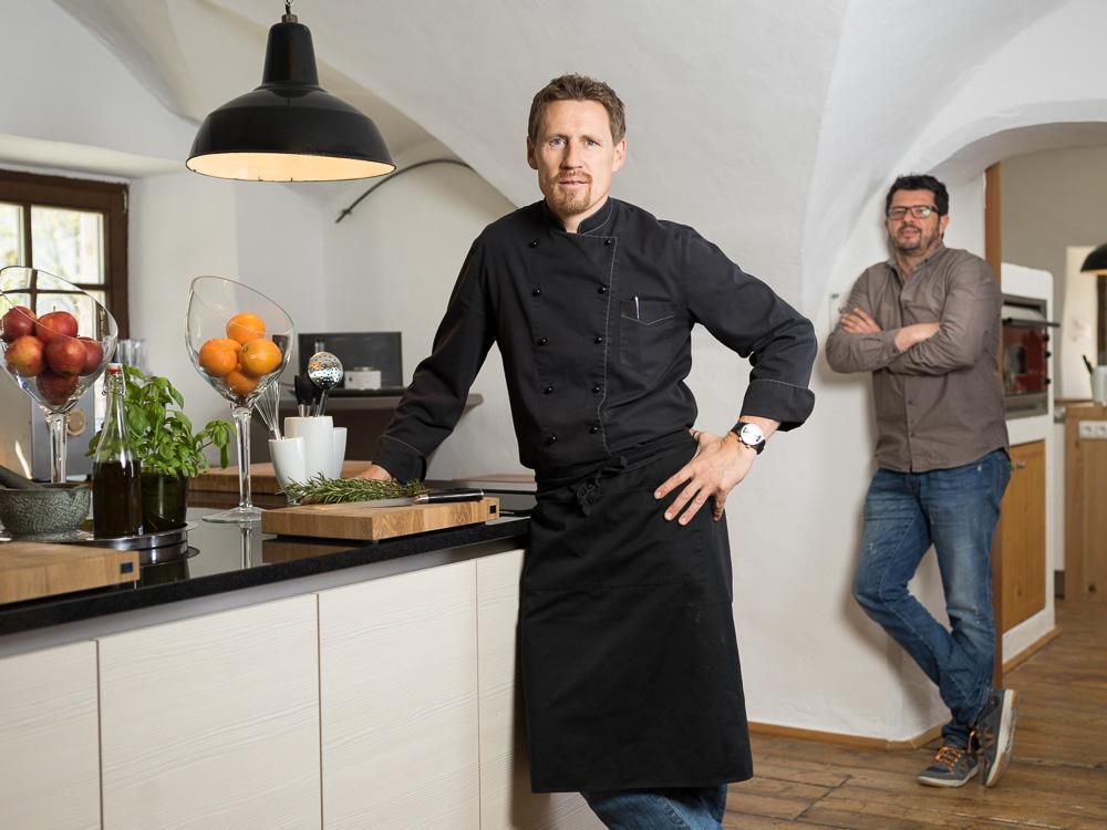 Thomas Schwab mit Kompagnon Klaus Wallner (im Hintergrund).