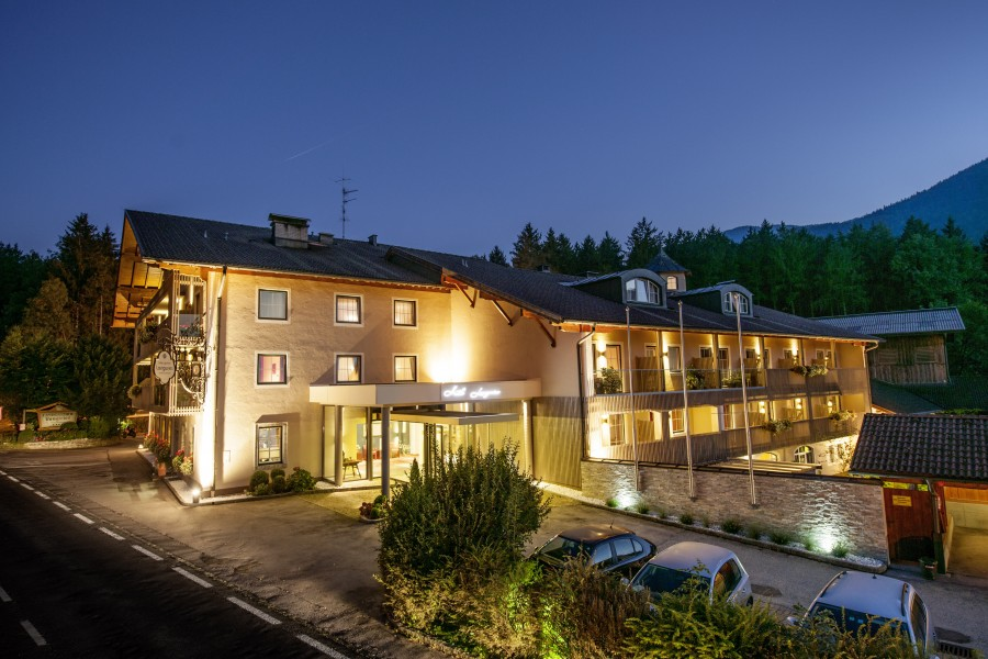 Das Hotel Langwies bei Nacht