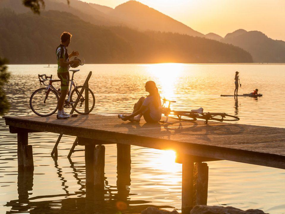 Rennrad-Fahrer am See im SalzburgerLand