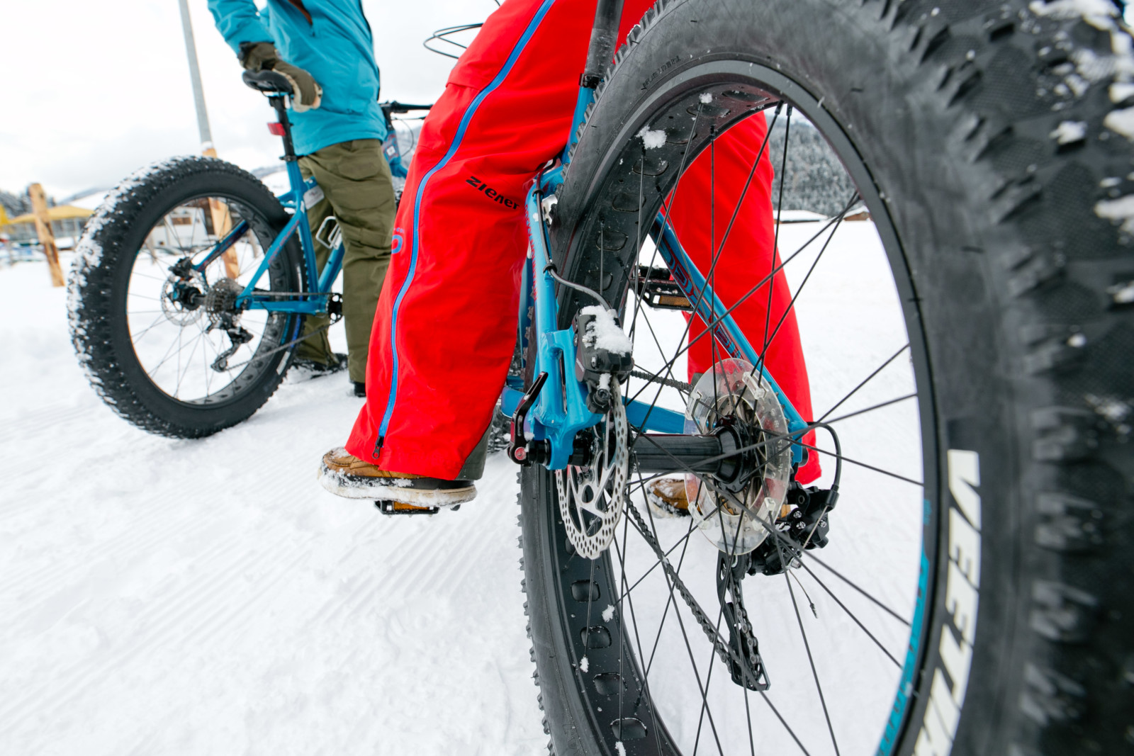Winterkleidung und warme Schuhe anziehen. (c)wildbild