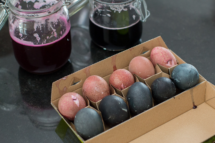 Trocknen der gefärbten Eier