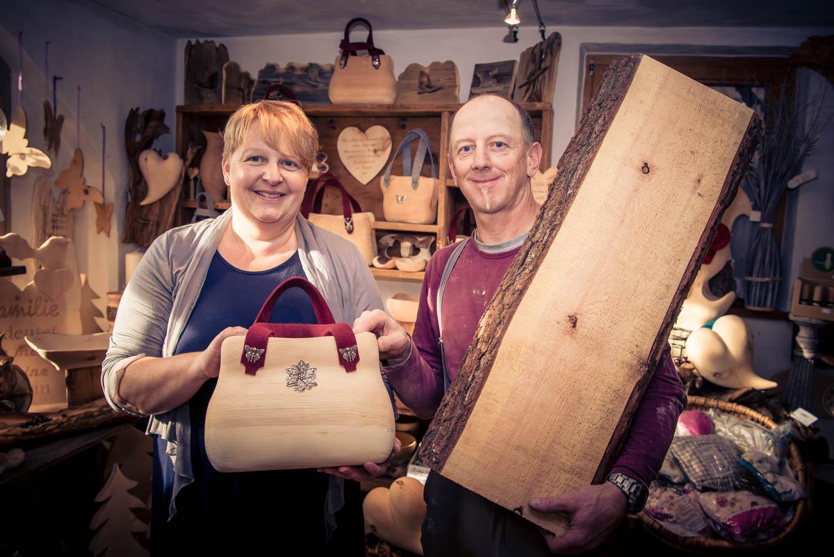 Die Zirben-Holztasche - zum Tragen oder zur Deko. c Edith Danzer