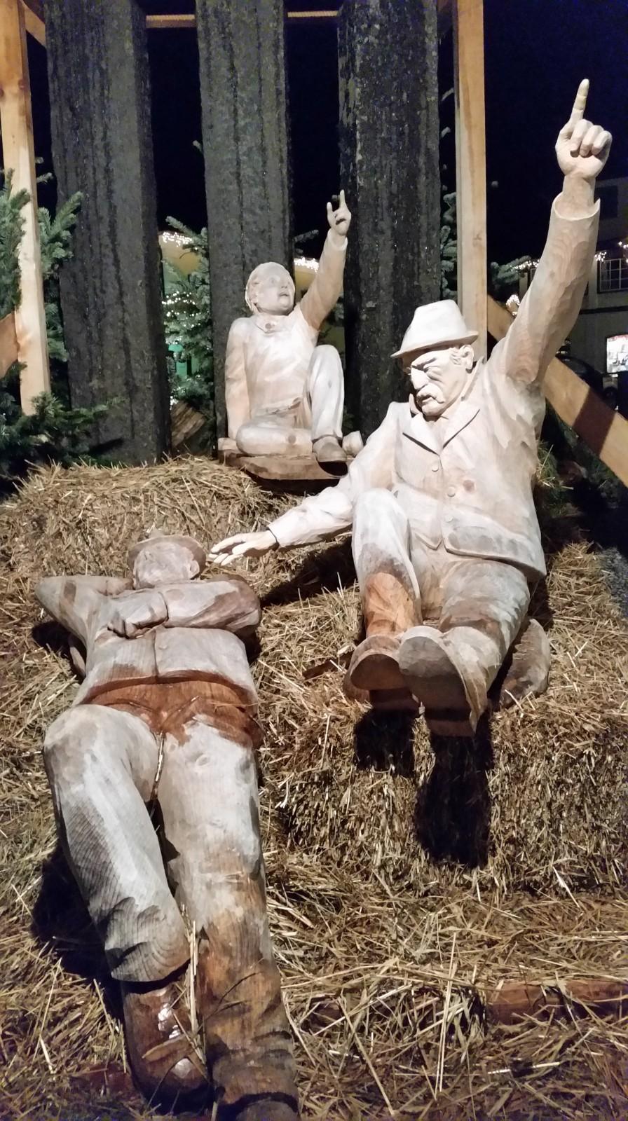 Krippenfiguren im Strobler Adventmarkt