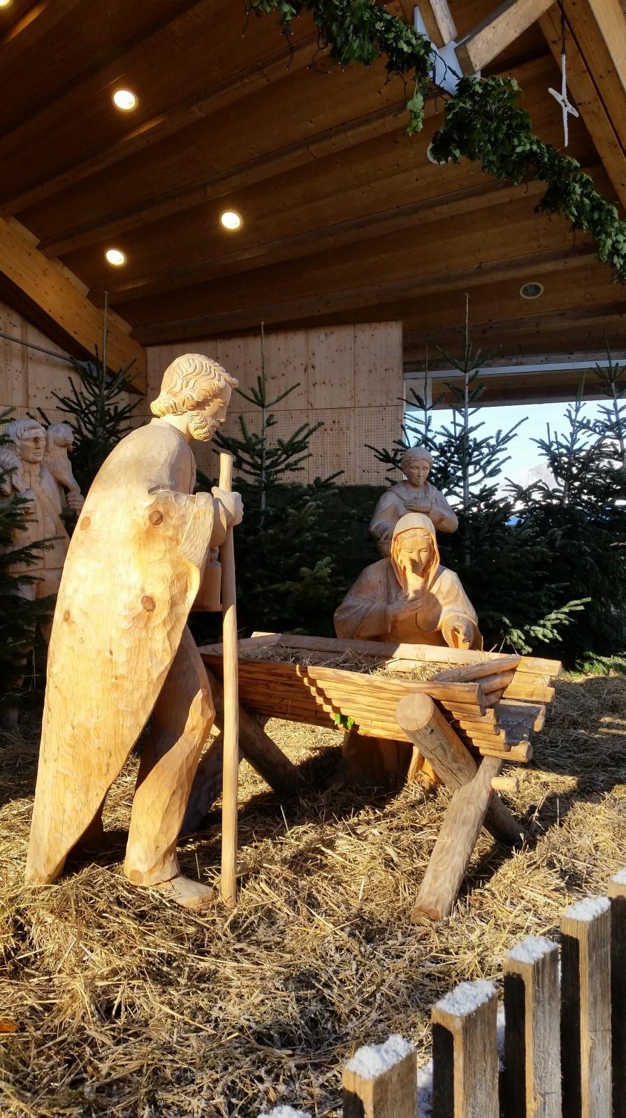 Josef und Maria an der Krippe