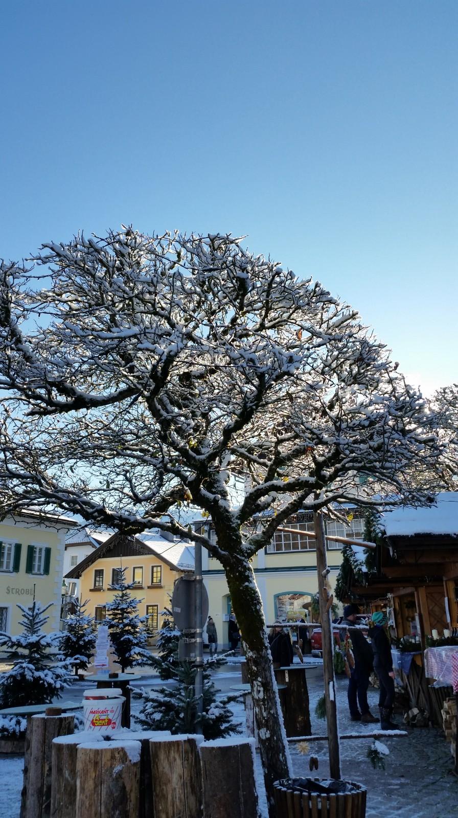 Blauer Himmel über Strobl