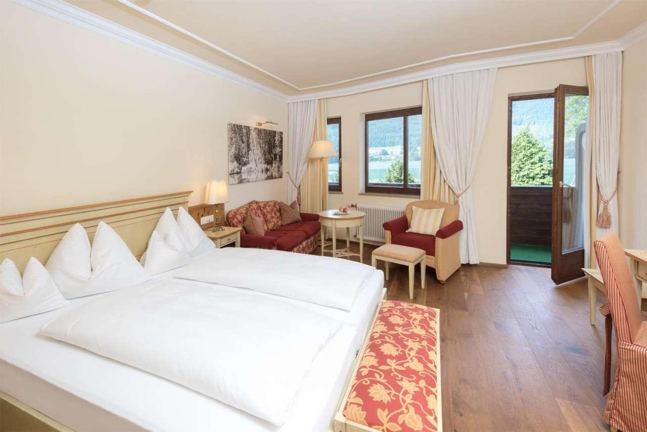 Liebevoll eingerichtetes Zimmer mit schöner Aussicht